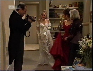 Philip Martin, Debbie Martin, Julie Martin, Helen Daniels in Neighbours Episode 2184