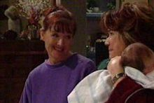 Susan Kennedy, Oscar Scully, Lyn Scully in Neighbours Episode 4311