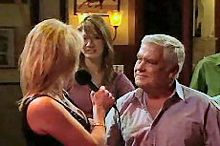 Trixie Tucker, Lou Carpenter in Neighbours Episode 4352
