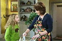 Lyn Scully, Summer Hoyland in Neighbours Episode 4354