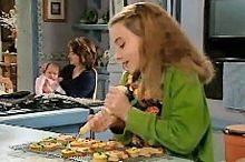 Summer Hoyland, Lyn Scully, Oscar Scully in Neighbours Episode 4354