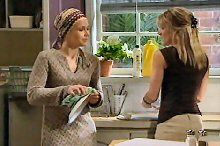Steph Scully, Izzy Hoyland in Neighbours Episode 4364