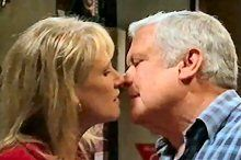 Trixie Tucker, Lou Carpenter in Neighbours Episode 4369
