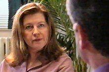 Sandra Callum, Karl Kennedy in Neighbours Episode 4375