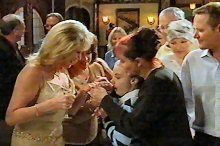 Trixie Tucker, Lyn Scully, Summer Hoyland, Susan Kennedy, Steph Scully, Max Hoyland, Harold Bishop in Neighbours Episode 4375