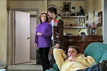 Lyn Scully, Jack Scully, Joe Scully in Neighbours Episode 4376
