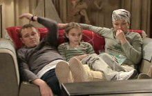 Max Hoyland, Summer Hoyland, Steph Scully in Neighbours Episode 4385
