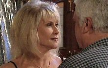 Lou Carpenter, Trixie Tucker in Neighbours Episode 4387