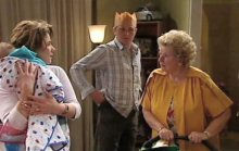 Oscar Scully, Lyn Scully, Max Hoyland, Valda Sheergold in Neighbours Episode 4395
