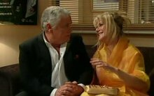 Lou Carpenter, Trixie Tucker in Neighbours Episode 4396