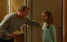 Max Hoyland, Summer Hoyland in Neighbours Episode 4398