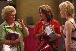 Valda Sheergold, Lyn Scully, Sindi Watts in Neighbours Episode 4428