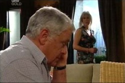 Lou Carpenter, Trixie Tucker in Neighbours Episode 4429