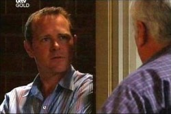 Max Hoyland, Lou Carpenter in Neighbours Episode 4430