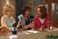 Sindi Watts, Susan Kennedy, Lyn Scully in Neighbours Episode 4432