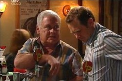 Max Hoyland, Lou Carpenter in Neighbours Episode 4433