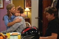 Steph Scully, Max Hoyland, Gus Cleary in Neighbours Episode 4433