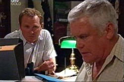 Max Hoyland, Lou Carpenter in Neighbours Episode 4435