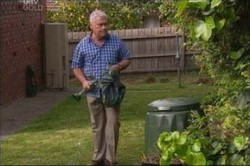 Lou Carpenter in Neighbours Episode 4436