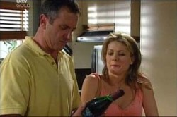 Karl Kennedy, Izzy Hoyland in Neighbours Episode 4437
