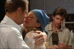 Max Hoyland, Steph Scully, Gus Cleary in Neighbours Episode 4439