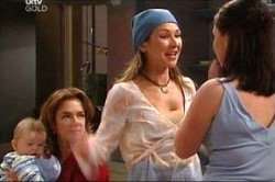 Oscar Scully, Lyn Scully, Steph Scully, Michelle Scully in Neighbours Episode 4439