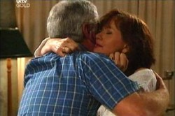 Lou Carpenter, Susan Kennedy in Neighbours Episode 4444