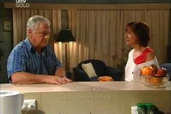 Lou Carpenter, Susan Kennedy in Neighbours Episode 4445