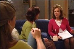 Steph Scully, Susan Kennedy, Lyn Scully in Neighbours Episode 4452