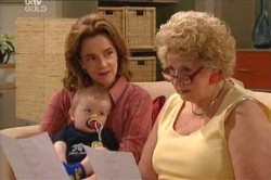 Lyn Scully, Valda Sheergold, Oscar Scully in Neighbours Episode 4458