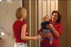 Sindi Watts, Oscar Scully, Lyn Scully in Neighbours Episode 4459