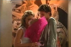 Izzy Hoyland, Gus Cleary in Neighbours Episode 4463