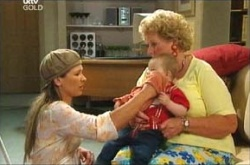 Steph Scully, Oscar Scully, Valda Sheergold in Neighbours Episode 4464