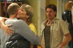 Max Hoyland, Steph Scully, Gus Cleary in Neighbours Episode 4464