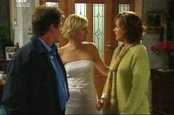 Tom Scully, Susan Kennedy, Sindi Watts in Neighbours Episode 4494