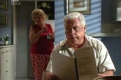Valda Sheergold, Lou Carpenter in Neighbours Episode 4506