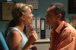 Izzy Hoyland, Karl Kennedy in Neighbours Episode 4508