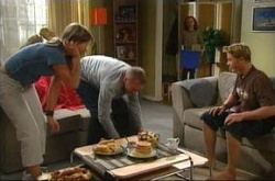 Steph Scully, Max Hoyland, Boyd Hoyland in Neighbours Episode 4510