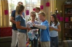 Steph Scully, Max Hoyland, Summer Hoyland, Declan Sands, Lisa Jeffries, Boyd Hoyland in Neighbours Episode 4510