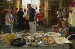 Summer Hoyland, Declan Sands, Max Hoyland, Steph Scully, Izzy Hoyland, Karl Kennedy in Neighbours Episode 4510