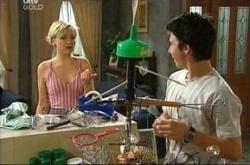 Sindi Watts, Stingray Timmins in Neighbours Episode 4511
