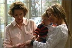 Lyn Scully, Oscar Scully, Steph Scully in Neighbours Episode 4513