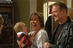 Oscar Scully, Steph Scully, Max Hoyland in Neighbours Episode 4513