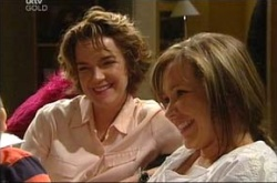 Lyn Scully, Steph Scully in Neighbours Episode 4513
