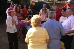 Lyn Scully, Liljana Bishop, Susan Kennedy, Libby Kennedy, Karl Kennedy, Izzy Hoyland, Valda Sheergold, Lou Carpenter, Harold Bishop, Darren Stark in Neighbours Episode 4515