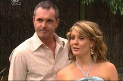 Karl Kennedy, Izzy Hoyland in Neighbours Episode 4522