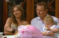 Steph Scully, Max Hoyland, Oscar Scully in Neighbours Episode 4523