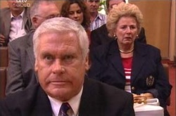 Lou Carpenter, Valda Sheergold in Neighbours Episode 4525