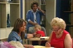 Valda Sheergold, Steph Scully, Oscar Scully, Lyn Scully in Neighbours Episode 4527