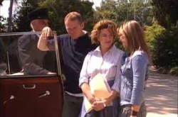 Max Hoyland, Lyn Scully, Steph Scully in Neighbours Episode 4527